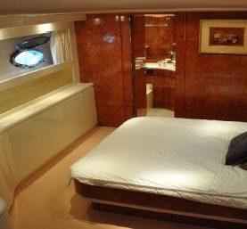 Yacht Riva opera 80 master cabin