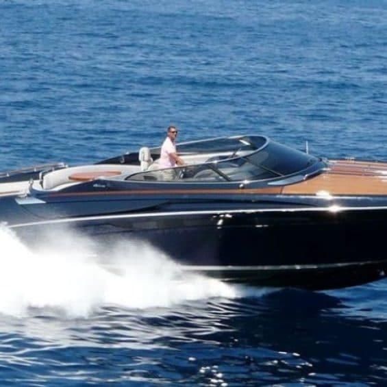 charter a Riva - The beautiful Riva Anath Cannes