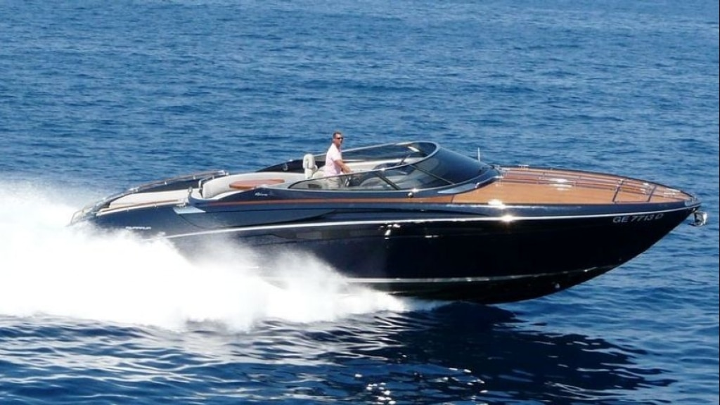 charter a Riva - The beautiful Riva Anath Cannes