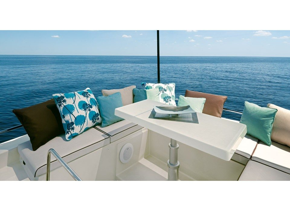 Monte Carlo 5S rent a small yacht on the French Riviera