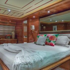 Paradise Ferretti 94 for charter VIP cabin
